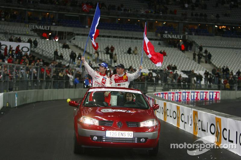 Vuelta de la victoria para el ganador de la Carrera de Campeones Sébastien Loeb y subcampeón Tom Kristensen