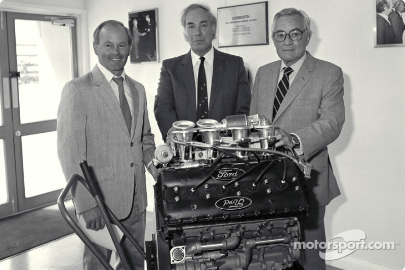 400e moteur Ford Cosworth DFV F1 : Mike Costin, Keith Duckworth, Walter Hayes