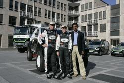 Kwikpower Mercedes-Benz Team: Ellen Lohr and Detlef Ruf with Balbir Singh