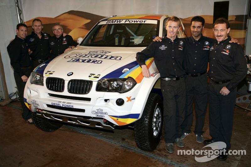 X-raid: les pilotes et co-pilotes Nasser Al Attiyah, Alain Guehennec, Alfie Cox, Ralph Pitchford, Guerlain Chicherit et Matthieu Baumel avec le X-raid BMW X3 CC