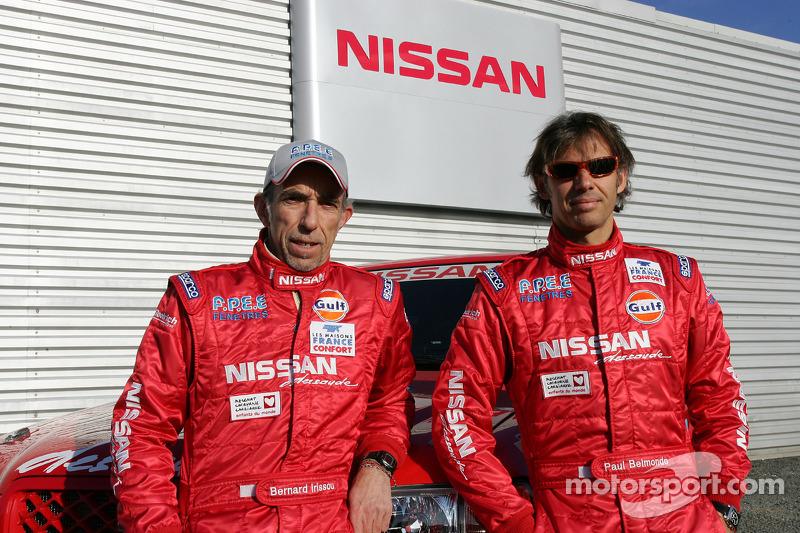 Présentation publique de l'équipe Nissan à Dessoude: Paul Belmondo et Bernard Irissou