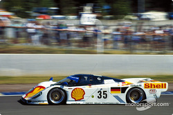 #35 Dauer 962 LM GT: Thierry Boutsen takes the start