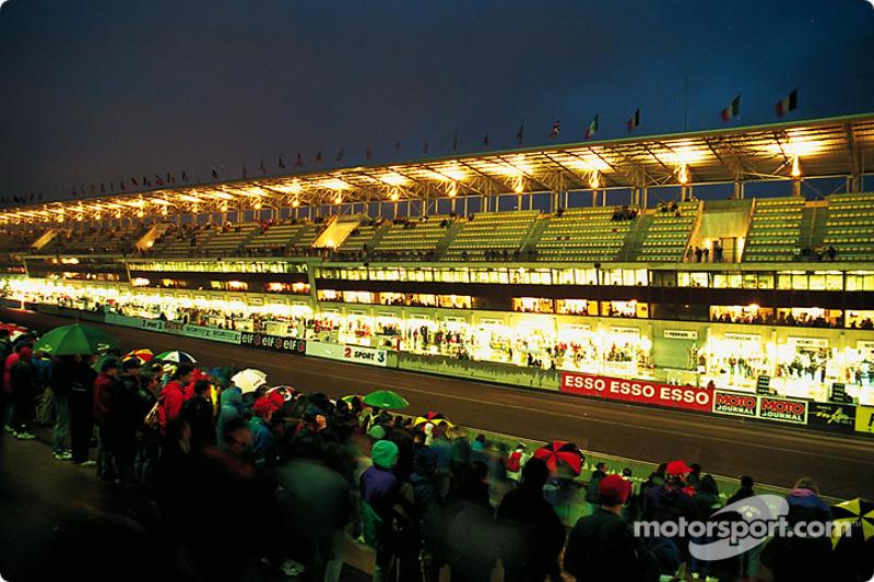 Rainy night at Le Mans 95