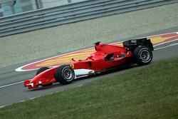 Michael Schumacher essaie la nouvelle Ferrari F2006