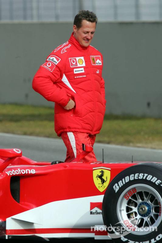 Michael Schumacher avec la nouvelle Ferrari 248 F1