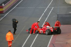 Michael Schumacher back on pitlane after technical problems