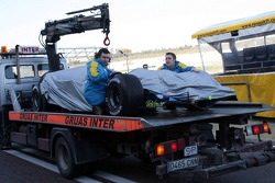 The Renault of Fernando Alonso back after stopping on the track