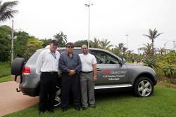 Bruce Holmes, Tony Teixeira et Sheikh Maktoum Hasher Maktoum Al Maktoum