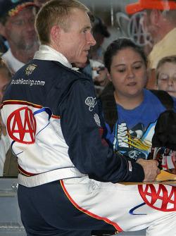 Mark Martin signs autographs