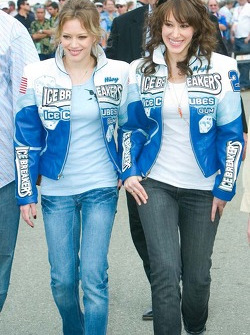 Hillary Duff and her sister Haylie Duff would later wave the green flag