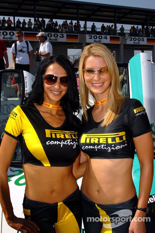 Des jeunes femmes Pirelli