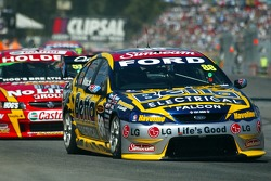Jamie Whincup leads Greg Murphy