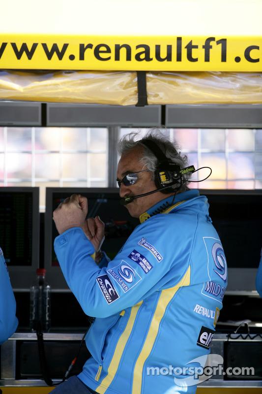 Flavio Briatore celebrates as Fernando Alonso takes the best time