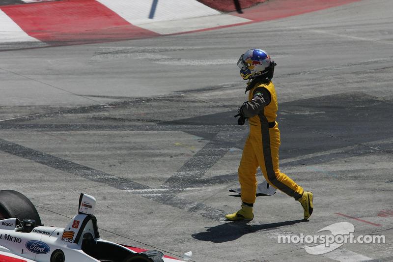Départ: course terminée pour A.J. Allmendinger