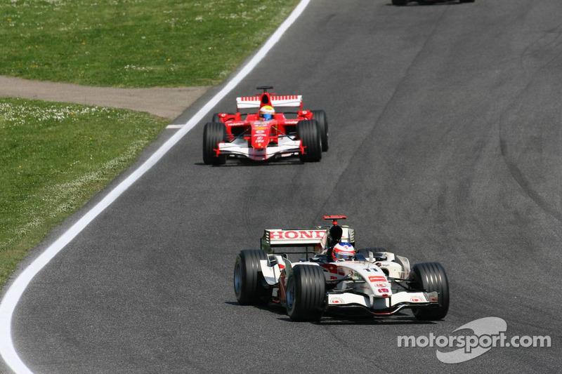 Rubens Barrichello devant Felipe Massa