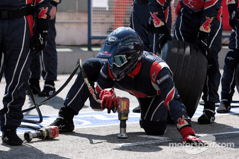 L'équipe des stands de Scuderia Toro Rosso