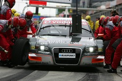 Pitstop practice for Timo Scheider