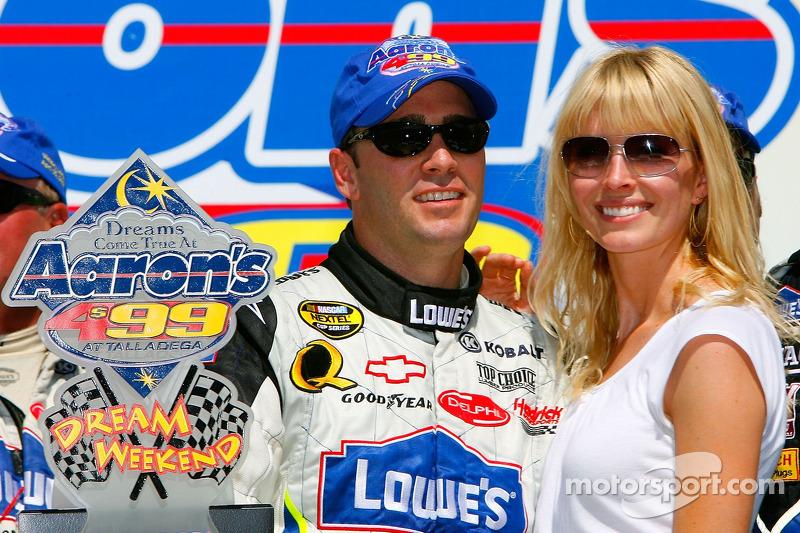 Voie de la victoire: le vainqueur Jimmie Johnson avec sa femme Chandra