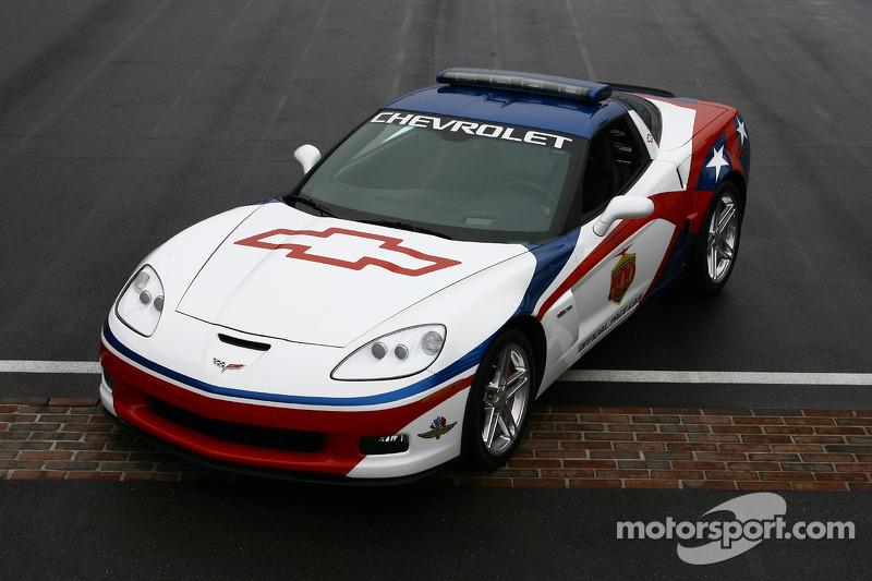 La voiture de chauffe Chevrolet Corvette Z06, doit être conduite par Lance Armstrong