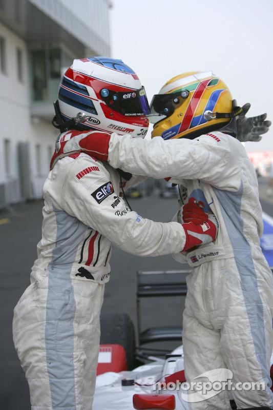 Lewis Hamilton et Alexandre Premat se félicite l'un l'autre