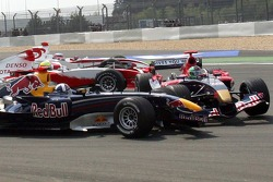 Start: David Coulthard and Vitantonio Liuzzi make contact