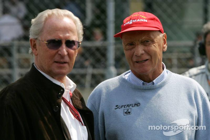 Niki Lauda avec Prof. Jürgen Hubbert de DaimlerChrysler