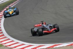 Juan Pablo Montoya leads Giancarlo Fisichella