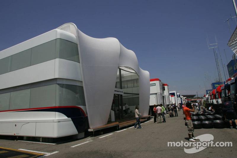 Le motorhome de l'équipe BMW Sauber