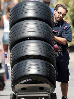 Scuderia Toro Rosso members with Michelin tires