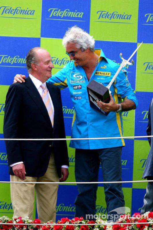 Podium: Flavio Briatore avec le roi d'Espagne Juan Carlos