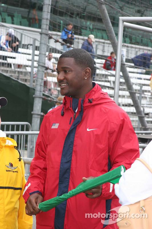 Le détenteur du record du 100m, Justin Gatlin prépare à jeter le drapeau vert