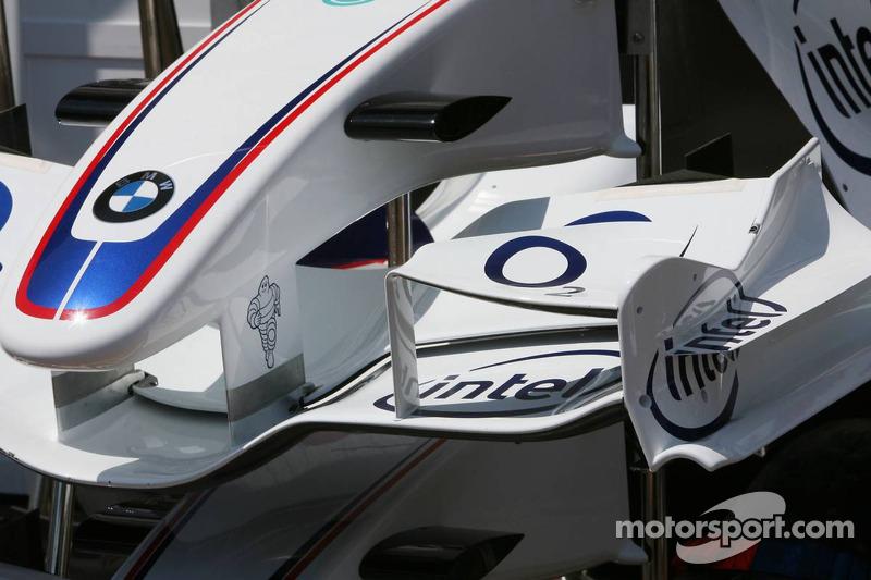 Carrosserie BMW- Sauber dans la ligne des stands