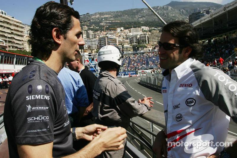 Pedro de la Rosa parle avec Ricardo Zonta