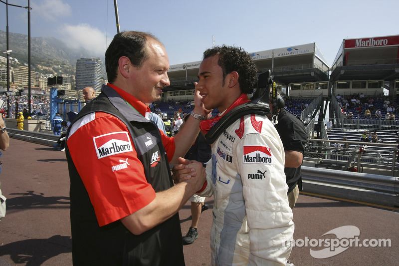 Lewis Hamilton fête sa pole position avec Frederic Vasseur