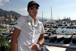 Chilled Thursday: test driver Robert Doornbos in front of the harbor of Monte Carlo