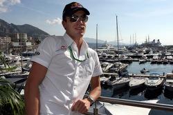 Jeudi refroidi: le pilote d'essai Robert Doornbos devant le port de Monte-Carlo