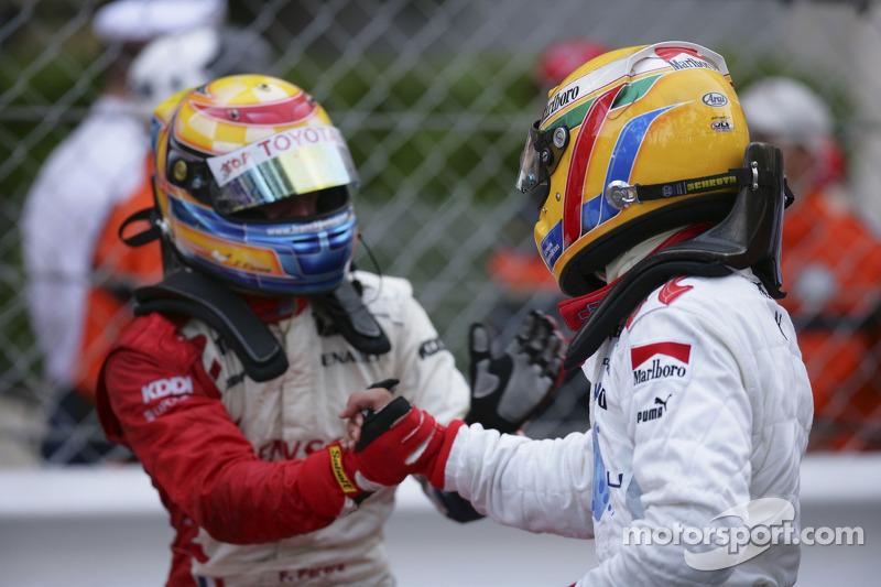 Franck Perera deuxième, félicite Lewis Hamilton premier