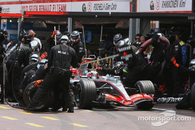 Kimi Räikkönen fait un arrêt au stand