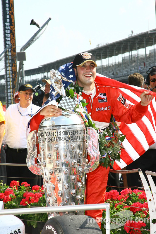 Le vainqueur de la course Sam Hornish Jr.
