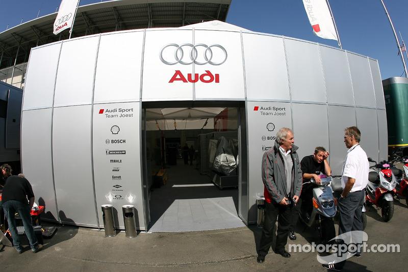 Le stand de Audi Sport Team Joest