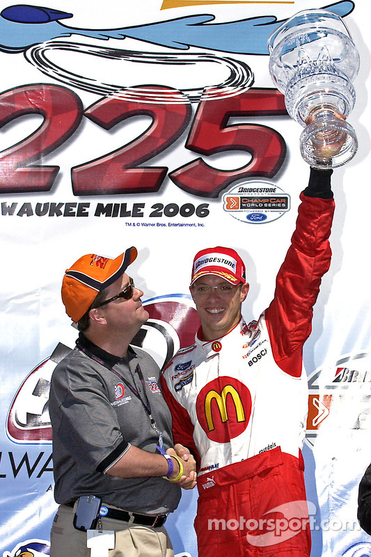 Podium: le vainqueur de la course Sébastien Bourdais