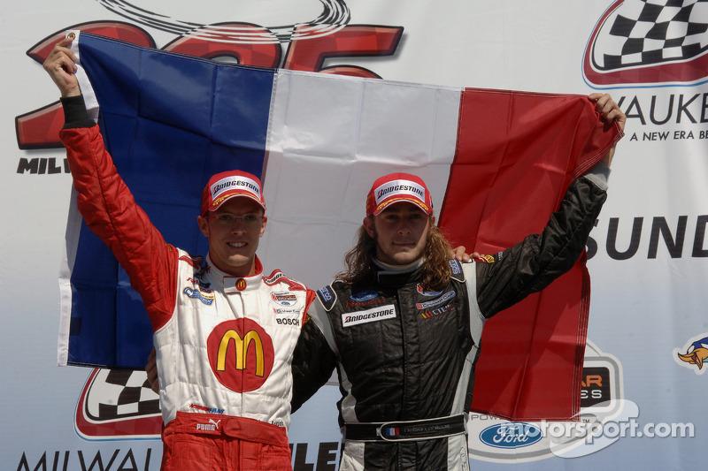 Podium: le vainqueur Sébastien Bourdais et le troisième Nelson Philippe