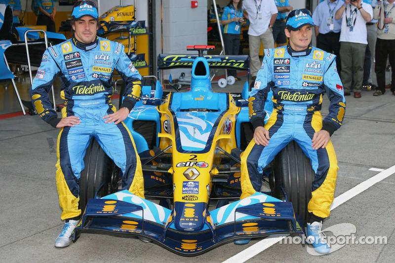 Fernando Alonso et Giancarlo Fisichella posent avec leur nouvelle voiture