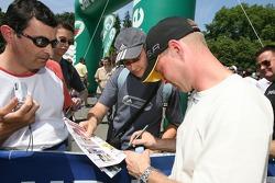Jan Magnussen signs autographs