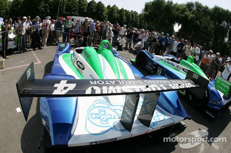Les voitures Pescarolo Sport Pescarolo C60 Judd aux vérifications techniques