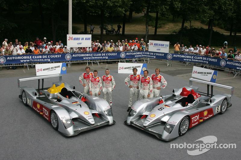Allan McNish, Rinaldo Capello, Tom Kristensen, Marco Werner, Frank Biela, et Emmanuele Pirro avec la Audi Sport Team Joest Audi R10