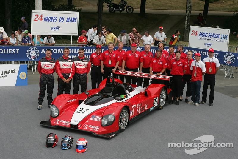 John Macaluso, Ian James, James Gue, et l'équipe Miracle Motorsports avec la Miracle Motorsports Courage C6510 AER