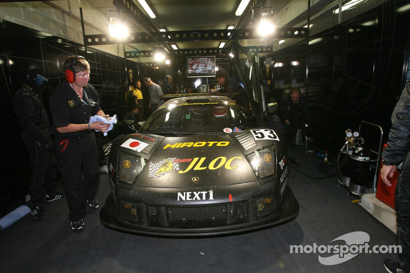 #53 Jloc Isao Noritake Lamborghini Murcielago: Marco Apicella, Koji Yamanishi, Yasutaka Hinoi dans le garage
