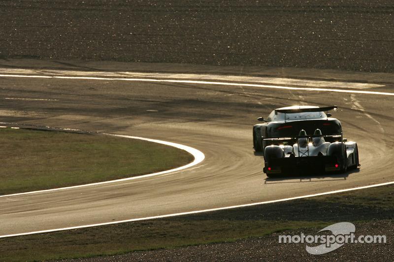 #007 Aston Martin Racing Aston Martin DBR9: Tomas Enge, Andrea Piccini, Darren Turner, #22 Rollcentre Racing Radical SR9 Judd: Martin Short, Joao Barbosa, Stuart Moseley