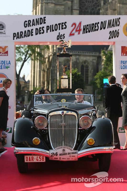 Le trophée des vainqueurs des 24 Heures du Mans